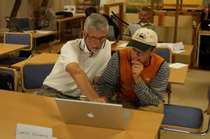 Dr. Tom Hobbs works with student on Bayesian modeling